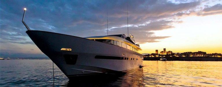 PAS ENCORE Motor Yacht